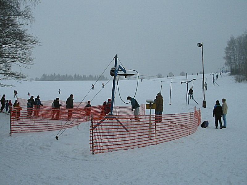 pista da sci nel villaggio di Pecka